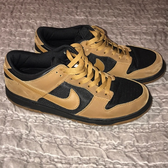 huge selection of 49d2e 7d38f Used 2003 Nike Dunk Low MapleBlack. M5a7bc5b1a825a6526d450b62